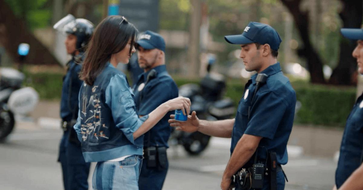FANCL防腐劑行銷爭議延燒, 一秒白人、救世飲料…今年這2個廣告也超奇葩