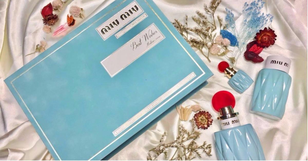 一本粉藍色有花香的故事書,Miu Miu聖誕獻禮同款香水配上身體乳,還送可愛小香呢