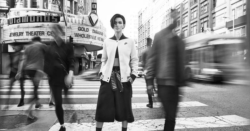 秋日運動造型演繹,Nike Tech Fleece 讓妳時髦做運動!