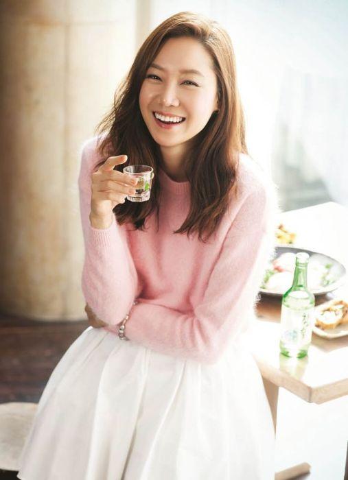韓星孔孝真靠喝水及運動,使肌膚飽滿、透亮。
