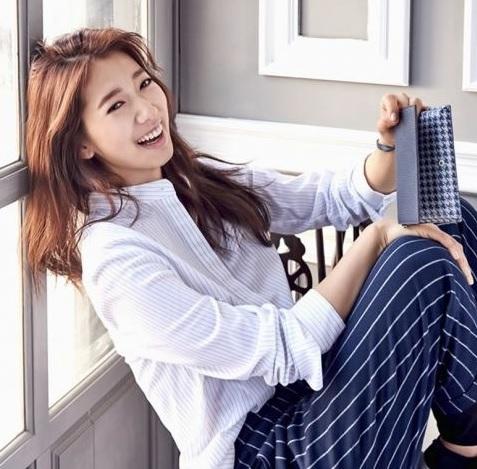 韓星朴信惠笑起來美麗動人,令人稱羨。