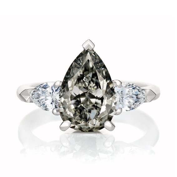 Master Diamond梨形車工暗彩灰鑽戒指,5,300,000元。