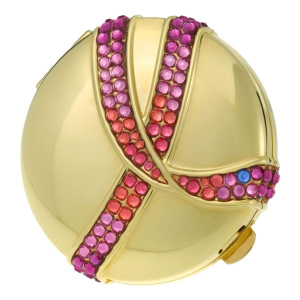 雅詩蘭黛粉紅絲帶紀念金質粉餅 NT$3,000