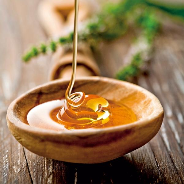 晚上喝杯溫蜂蜜水有助於軟便,幫助身體排便。