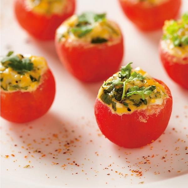 水煮蛋、全麥麵包搭配水煮 蕃茄,美味的蔬食料理能讓 準新娘保持愉快心情。