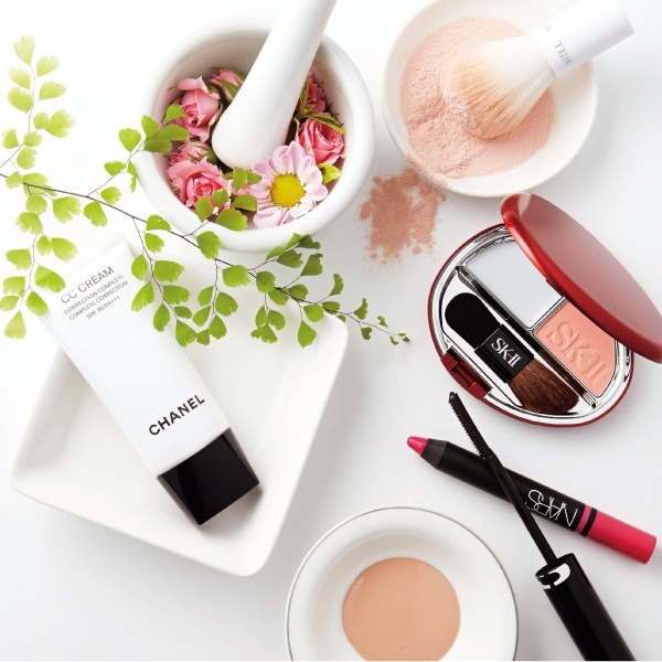 融合護膚概念的保養型彩妝帶來的進階妝感,善加運用就能幫妳快速偽裝出心中期望的臉龐。