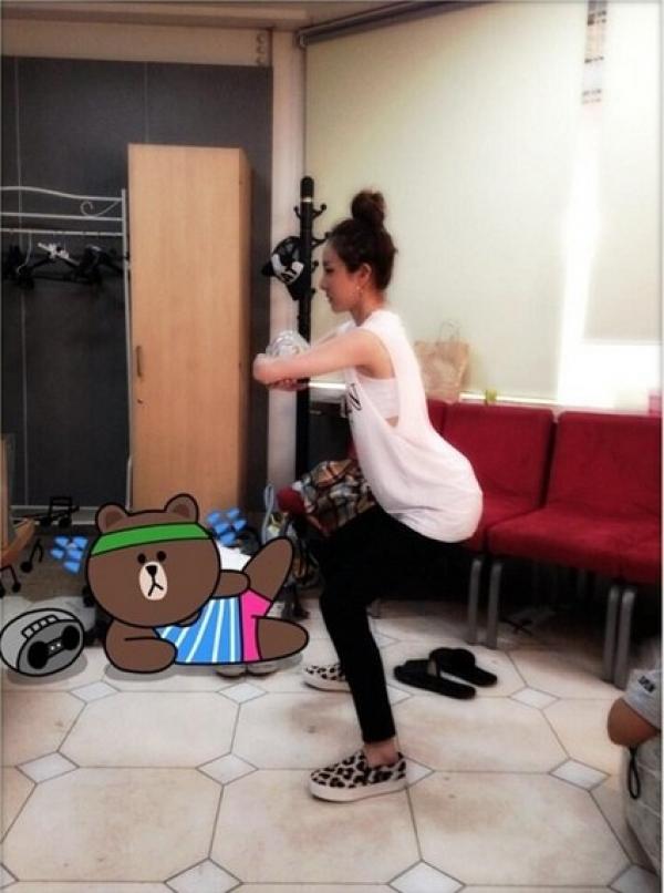 朴山多拉Dora平時就會利用空閒時間來訓練肌耐力。