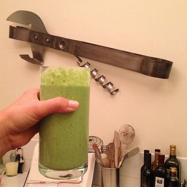 茱莉安哈克Julianne Hough的早餐是健康滿分的綠色蔬果汁。