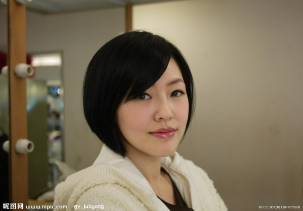 小S的妝容簡單,卻有不凡的氣質。照片來源:www.nipic.com