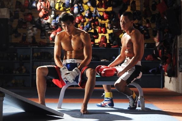 電影《激戰》9/18日即將上映。張家輝劇中飾演一名落魄拳王,彭于晏則是家道中落的青年,兩人藉MMA(混合格鬥技)重新振作並找回自己。