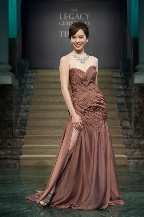 天心身戴價值2億元的 Tiffany 頂級白鑽