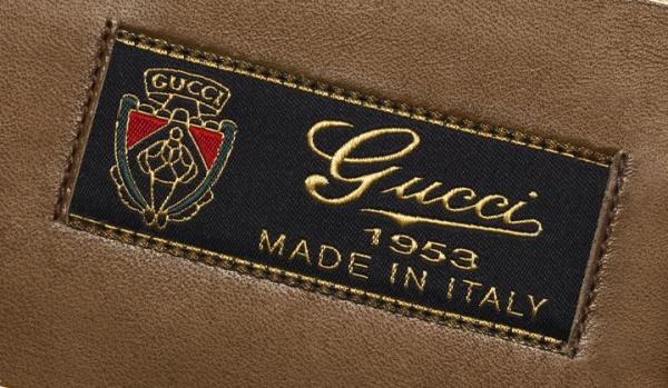 """每隻鞋的內部都印有書寫體""""Gucci 1953 Made in Italy""""的特殊標籤,表現出古馳Gucci對於鞋款的細節的注重。"""