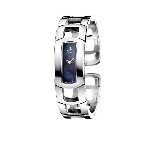 時尚品牌腕錶不僅外型出眾,價格也不算太高,如圖中的ck Calvin Klein霓裳系列腕錶,要價一萬出頭。