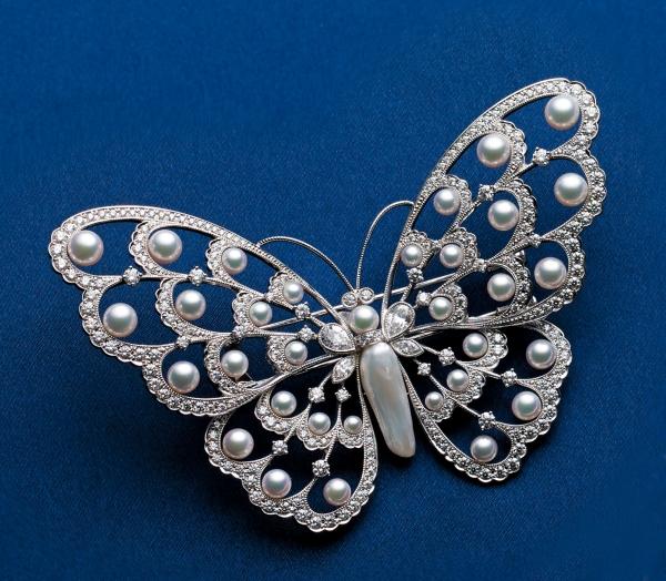 013 MIKIMOTO真珠發明120周年頂級珠寶新品 日本珠蝴蝶鑽石胸針  材質:日本珠/天然淡水珠/鑽石/18白K金  售價:NT$ 2,100,000