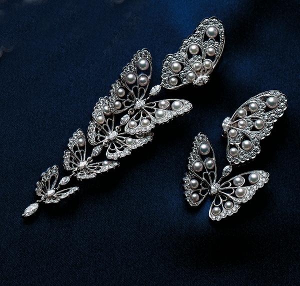 2013 MIKIMOTO真珠發明120周年頂級珠寶新品 日本珠蝴蝶鑽石耳環  材質:日本珠/鑽石/18白K金  售價:NT$ 1,900,000