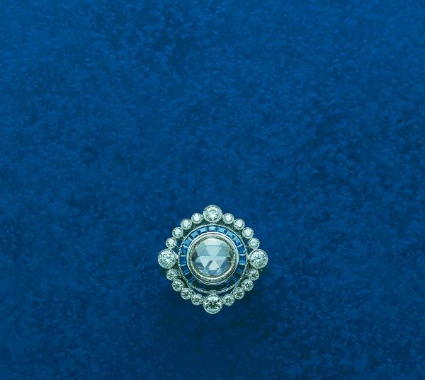 MIKIMOTO頂級珠寶Legacy Collection 藍寶鑽石戒指  材質:藍寶石/鑽石/鉑金850  售價:NT$ 1,600,000