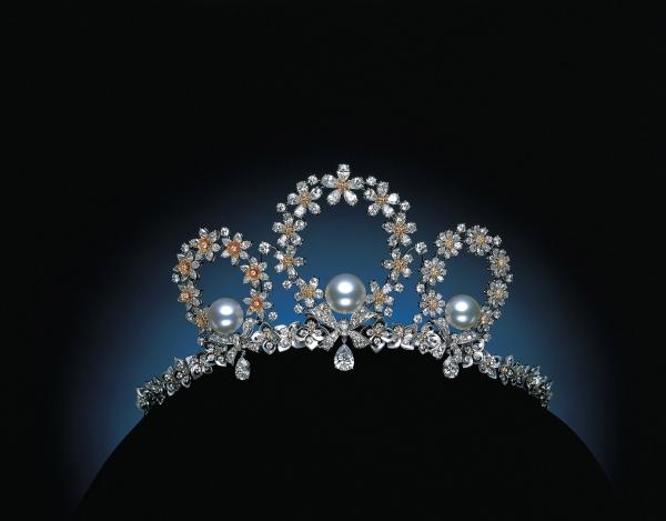 MIKIMOTO  Tales of Flowers真珠鑽石皇冠   2007年日本舉辦第一屆皇冠博覽會,MIKIMOTO特別打造頂級真珠鑽石皇冠。