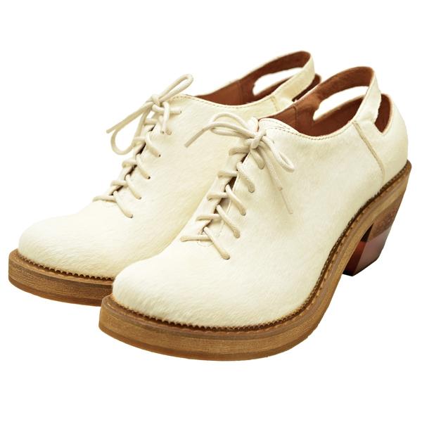 Salad @ Bauhaus白色牛津低跟鞋,價格未定。
