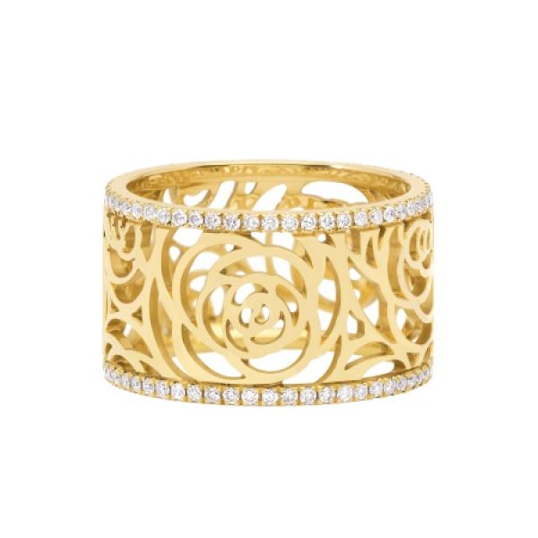 這款手環以鏤空山茶花的方式設計,再將兩側鑲嵌單排鑽石。