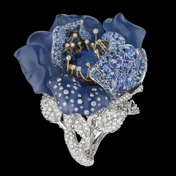 以藍色調的寶石作為玫瑰,絕對是夏季必備的降溫色彩。
