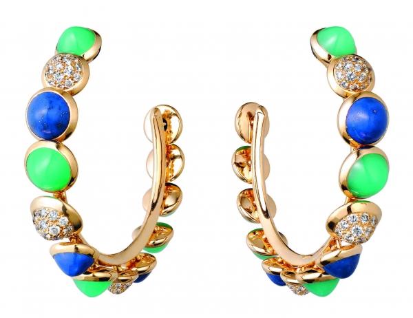 卡地亞Paris Nouvelle Vague系列Espiègle耳環,黃K金鑲嵌青金石、綠玉髓與鑽石,參考價格約NT$ 1,200,000。