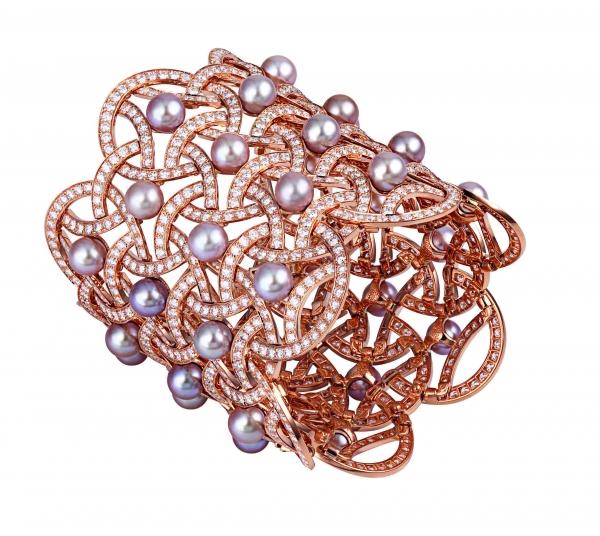 卡地亞Paris Nouvelle Vague系列Voluptueuse手環,玫瑰K金鑲嵌鑽石與淡水珍珠,參考價格店洽。