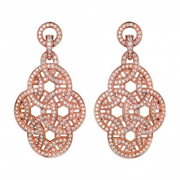 卡地亞Paris Nouvelle Vague系列Voluptueuse耳環,玫瑰K金鑲嵌鑽石,參考價格約NT$ 2,000,000。