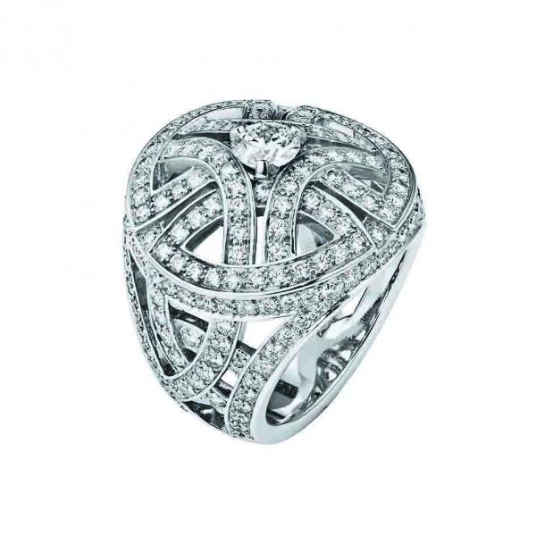 卡地亞Paris Nouvelle Vague系列Voluptueuse戒指,白K金鑲嵌鑽石,大型款參考價格店洽。