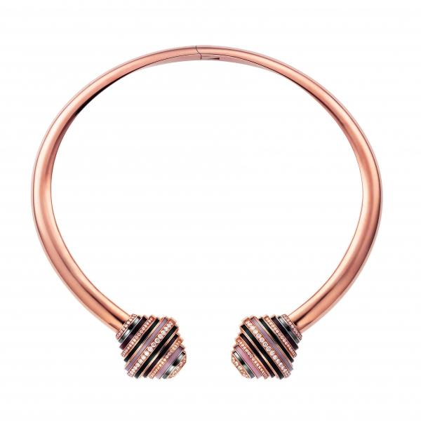 卡地亞Paris Nouvelle Vague系列Affranchie硬質項鍊,玫瑰K金鑲嵌鑽石、赤鐵礦、紫水晶、煙晶與粉紅蛋白石,參考價格約NT$ 3,240,000。