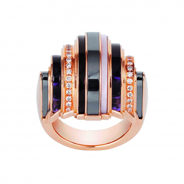卡地亞Paris Nouvelle Vague系列Affranchie戒指,玫瑰K金鑲嵌鑽石、赤鐵礦、紫水晶、煙晶與粉紅蛋白石,參考價格約NT$ 540,000。