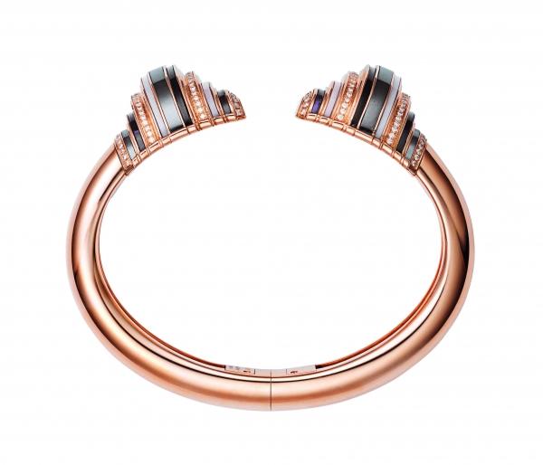 卡地亞Paris Nouvelle Vague系列Affranchie手環,玫瑰K金鑲嵌鑽石、赤鐵礦、紫水晶、煙晶與粉紅蛋白石,參考價格約NT$ 1,760,000。