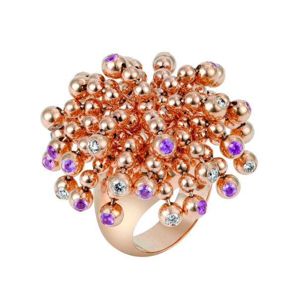 卡地亞Paris Nouvelle Vague系列Pétillante戒指,玫瑰K金鑲嵌鑽石與粉紅藍寶石,參考價格約NT$ 725,000。