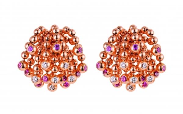 卡地亞Paris Nouvelle Vague系列Pétillante耳環,玫瑰K金鑲嵌鑽石與粉紅藍寶石,參考價格約NT$ 715,000。