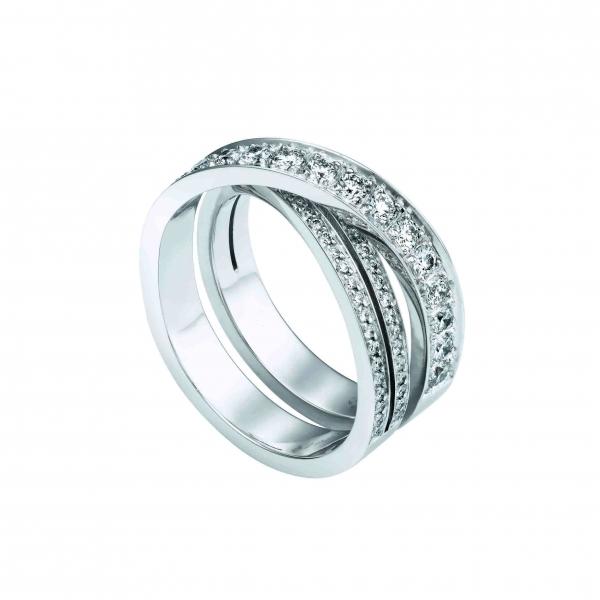 卡地亞Paris Nouvelle Vague系列Délicate戒指,白K金鑲嵌鑽石,參考價格約NT$ 311,000。