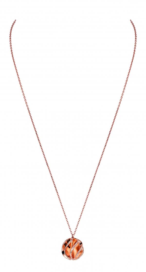 卡地亞Paris Nouvelle Vague系列Glamour項鍊,玫瑰K金波浪裝飾鑲嵌鑽石,參考價格約NT$ 510,000。