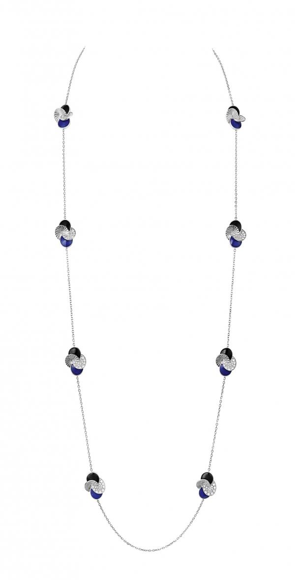 卡地亞Paris Nouvelle Vague系列Impertinente長項鍊,白K金鑲嵌鑽石、黑色縞瑪瑙與青金石,參考價格約NT$ 1,960,000。