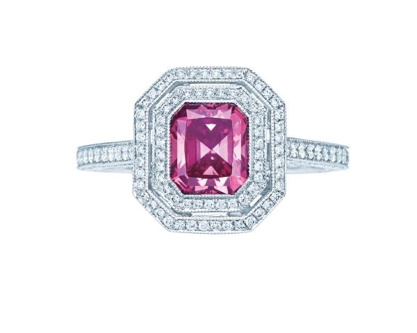 Tiffany 1.14克拉粉紅鑽戒,參考價NT$14,725,000。