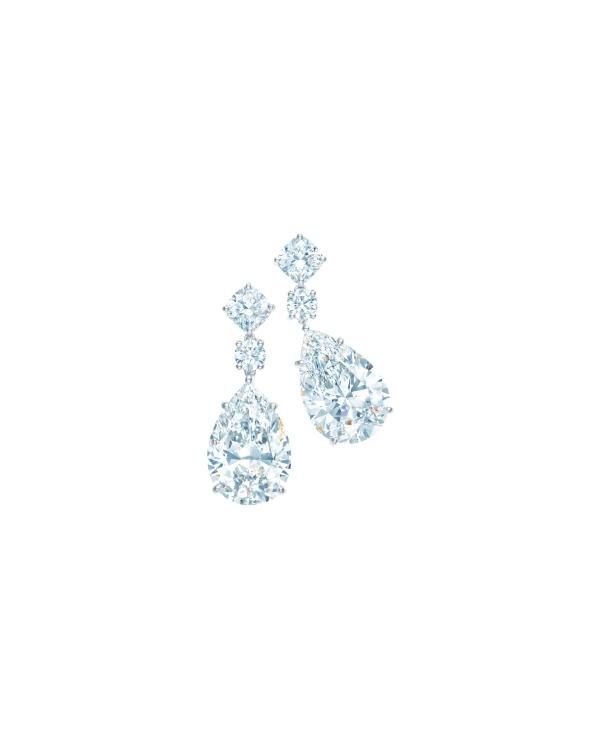 Tiffany 10.29克拉梨形鑽石耳環,收錄於2013 Blue Book,參考價NT$39,850,000。