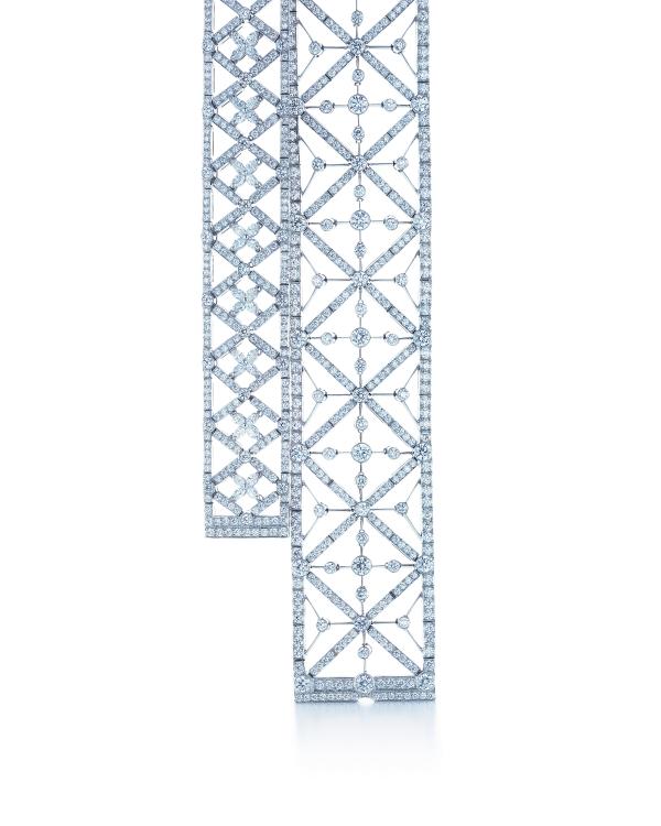 Tiffany鑽石手鍊,左為馬眼形與圓形鑽石手鍊,參考價NT$2,770,000。右為幾何圖形鑽石手鍊,參考價NT$3,290,000。