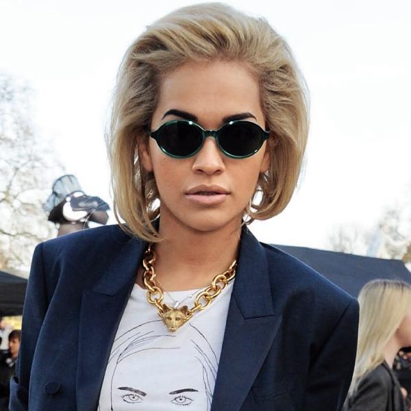 藉由鎖鏈亦柔亦剛的中性印象,達到簡單卻風格十足的造型裝扮!英國歌手Rita Ora