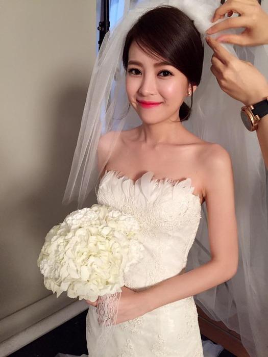 模特兒瑋瑋婚紗造型也交給盈喬一手包辦。