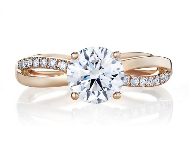 De Beers Infinity 玫瑰金鑽石戒指。