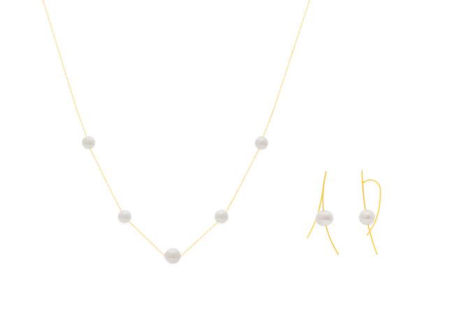 (左) 月相項鍊,11,100元、(右) 軌跡耳飾,12,300元。