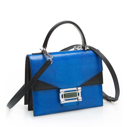 玩味結構系列藍色提包,49,800元。