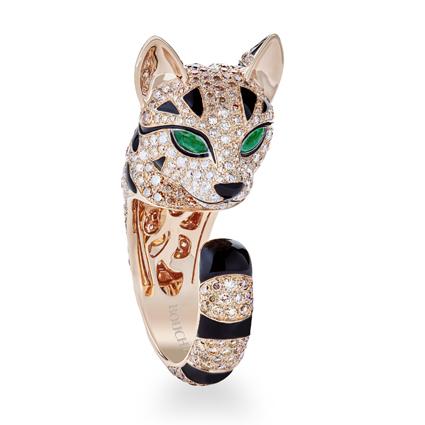 「Animaux」(動物)系列,Fuzzy 主鑲綠色碧璽豹貓雙頭造型戒指,2,140,000元。