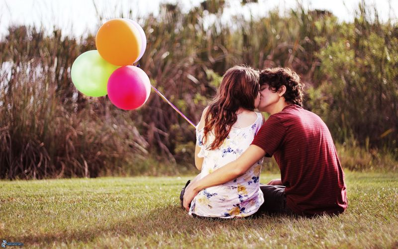 婚姻好比一台正在行駛的火車,需要男女雙方相互愛護、相互尊重,才能更好的攜手同行。