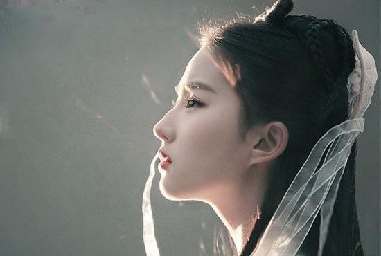 劉亦菲完全把小龍女的那種唯美感表現了出來~