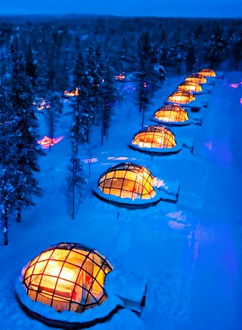 雪地上一個個亮著燈的玻璃屋,裝滿了大家的幸福和歡笑~