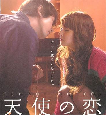 海報中的兩人的深情相吻,滿滿的包含著對對方的真心。