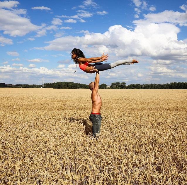 女孩如果可以這樣飛起來也是挺有趣的。